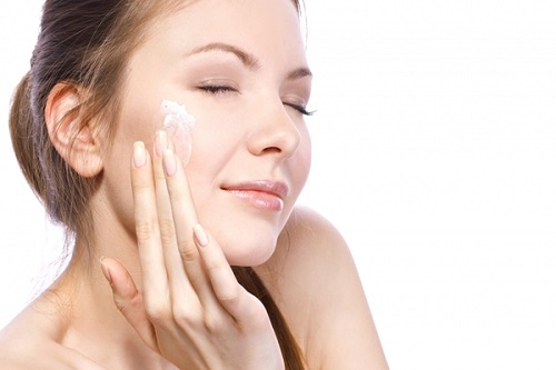 Sữa rửa mặt cho da nhạy cảm loại nào tốt-1