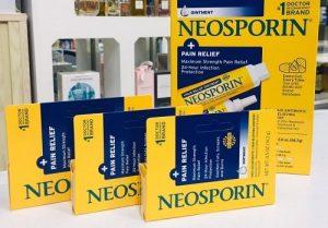 Thuốc mỡ kháng sinh Neosporin giá bao nhiêu?-1